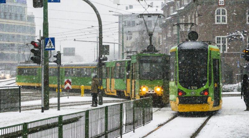 Zima tramwaj MPK śnieg Poznań fot. Sławek Wąchała
