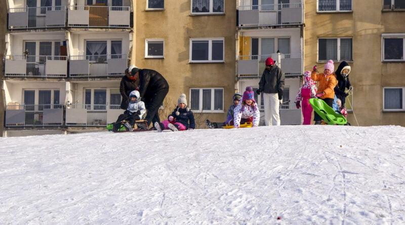 Zima dzieci ferie zabawa sanki Poznań fot. Sławek Wąchała