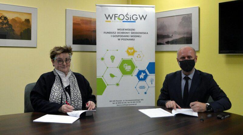 Bartosz Guss, Jolanta Ratajczak , podpisanie umowy w WFOŚ fot. UMP