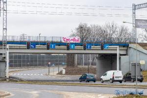 """czas na bunt ul. podwale fot. slawek wachala 4428 300x200 - Poznań: Banery """"Czas na bunt!"""". Koniec protestu głodowego"""