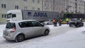 dabrowskiego fot. k. adamska 300x169 - Poznań: Zima wygrała z drogowcami i MPK
