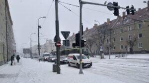 dabrowskiego zeromskiego fot. k. adamska2 300x169 - Poznań: Zima wygrała z drogowcami i MPK