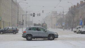dabrowskiego zeromskiego fot. k. adamska3 300x169 - Poznań: Zima wygrała z drogowcami i MPK