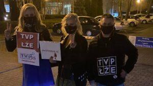 demonstracja przed siedziba tvp fot. b. andre3 300x169 - Poznań: Spacer przed siedzibą TVP w proteście przeciwko propagandzie