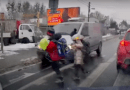 dzieci przed busem fot. prt scr