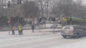 krolowej jadwigi2 300x169 - Poznań: Stoją samochody, stoją tramwaje, zima zwyciężyła