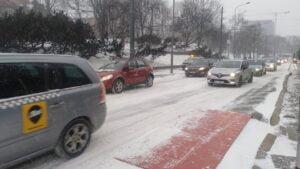 krolowej jadwigi4 300x169 - Poznań: Stoją samochody, stoją tramwaje, zima zwyciężyła
