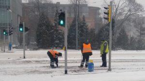 krolowej jadwigi5 300x169 - Poznań: Stoją samochody, stoją tramwaje, zima zwyciężyła