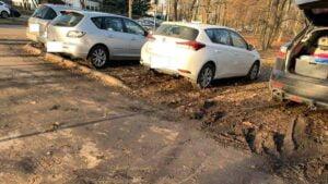 samochody na cytadeli fot. h. owsianna3 300x169 - Poznań: Cytadela rozjeżdżana kołami samochodów