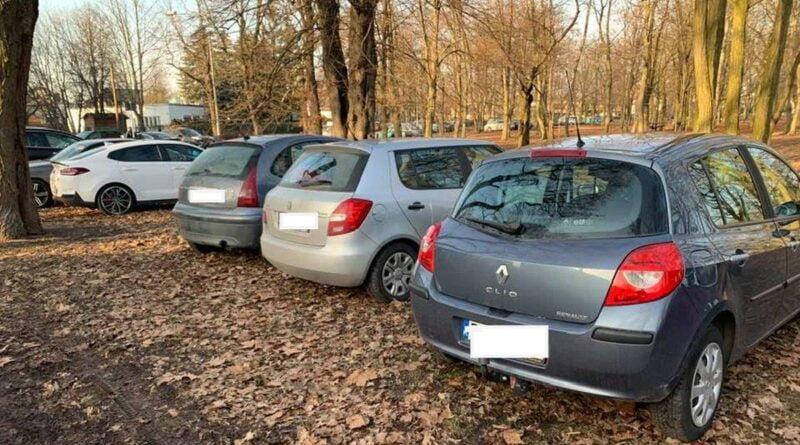 samochody na Cytadeli fot. H. Owsianna