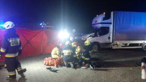 wypadek fot. kpp kepno2 300x169 - Kępno: Wypadek w Piaskach. Dwaj bracia walczą o życie