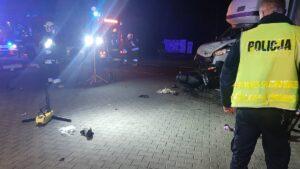 wypadek fot. kpp kepno6 300x169 - Kępno: Wypadek w Piaskach. Dwaj bracia walczą o życie