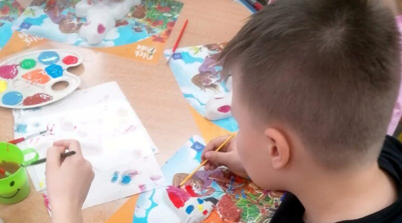 Malowanie zajączków fot. Szkoła Podstawowa nr 2 w Szamotułach