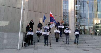 demonstracja, niezależne sądy