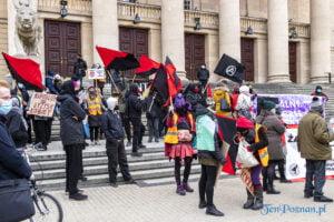 demonstracja z okazji dnia kobiet fot. slawek wachala 5689 300x200 - Poznań: Demonstracja przed Operą. Z okazji Dnia Kobiet