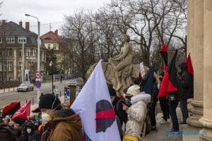 demonstracja z okazji dnia kobiet fot. slawek wachala 5693 300x200 - Poznań: Demonstracja przed Operą. Z okazji Dnia Kobiet