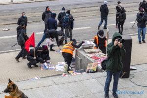 demonstracja z okazji dnia kobiet fot. slawek wachala 5697 300x200 - Poznań: Demonstracja przed Operą. Z okazji Dnia Kobiet