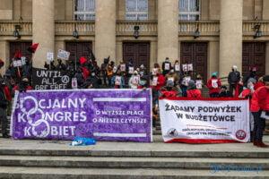 demonstracja z okazji dnia kobiet fot. slawek wachala 5701 300x200 - Poznań: Demonstracja przed Operą. Z okazji Dnia Kobiet