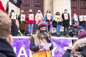 demonstracja z okazji dnia kobiet fot. slawek wachala 5704 300x200 - Poznań: Demonstracja przed Operą. Z okazji Dnia Kobiet