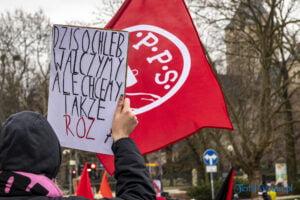demonstracja z okazji dnia kobiet fot. slawek wachala 5705 300x200 - Poznań: Demonstracja przed Operą. Z okazji Dnia Kobiet