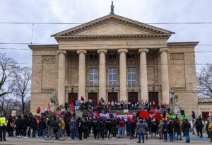 demonstracja z okazji dnia kobiet fot. slawek wachala 5714 300x205 - Poznań: Demonstracja przed Operą. Z okazji Dnia Kobiet