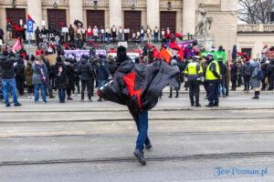 demonstracja z okazji dnia kobiet fot. slawek wachala 5728 300x200 - Poznań: Demonstracja przed Operą. Z okazji Dnia Kobiet