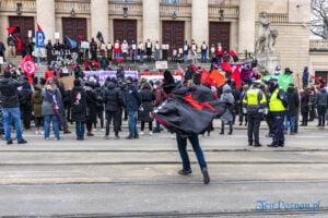 demonstracja z okazji dnia kobiet fot. slawek wachala 5730 300x200 - Poznań: Demonstracja przed Operą. Z okazji Dnia Kobiet