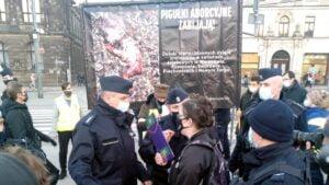 dwie demonstracje na placu wolnosci  300x169 - Poznań: Za i przeciw aborcji, czyli dwie demonstracje na placu Wolności