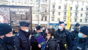 dwie demonstracje na placu wolnosci2 300x169 - Poznań: Za i przeciw aborcji, czyli dwie demonstracje na placu Wolności