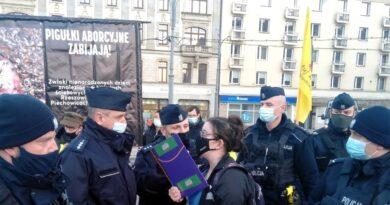 dwie demonstracje na placu Wolności