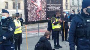 dwie demonstracje na placu wolnosci3 300x169 - Poznań: Za i przeciw aborcji, czyli dwie demonstracje na placu Wolności