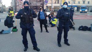 dwie demonstracje na placu wolnosci4 300x169 - Poznań: Za i przeciw aborcji, czyli dwie demonstracje na placu Wolności