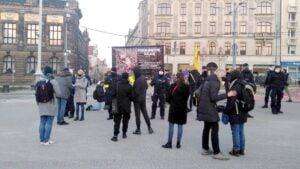 dwie demonstracje na placu wolnosci6 300x169 - Poznań: Za i przeciw aborcji, czyli dwie demonstracje na placu Wolności