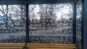 nowa wiata z piktogramami.2 300x169 - Poznań: Wiaty przystankowe z piktogramami. Żeby ochronić ptaki