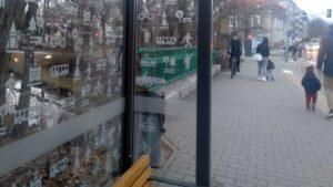 nowa wiata z piktogramami.4 300x169 - Poznań: Wiaty przystankowe z piktogramami. Żeby ochronić ptaki