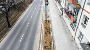 nowy chodnik przy krolowej jadwigi fot. pim 300x169 - Poznań: Przebudowa chodnika na ul. Królowej Jadwigi zakończona