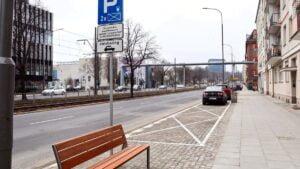 nowy chodnik przy krolowej jadwigi fot. pim2 300x169 - Poznań: Przebudowa chodnika na ul. Królowej Jadwigi zakończona