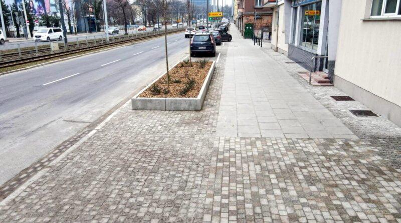 nowy chodnik przy Królowej Jadwigi fot. PIM