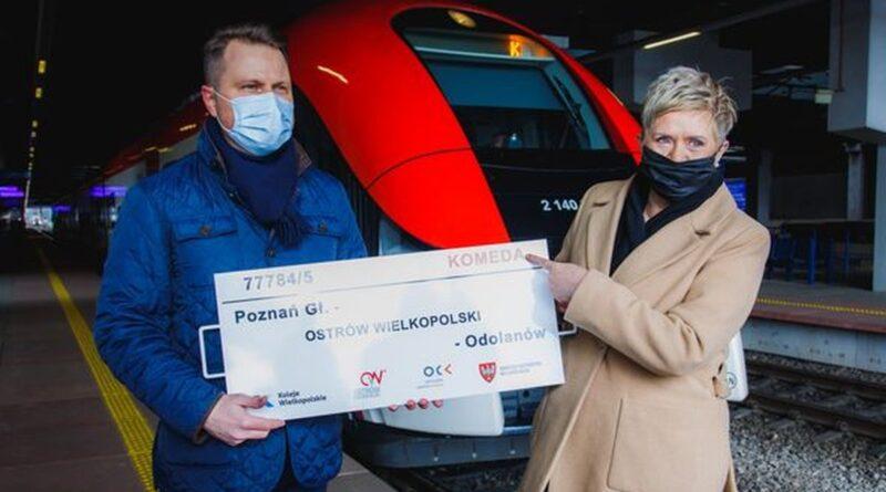 prezydent Beata Klimek i pociag Komeda fot. UM Ostrów