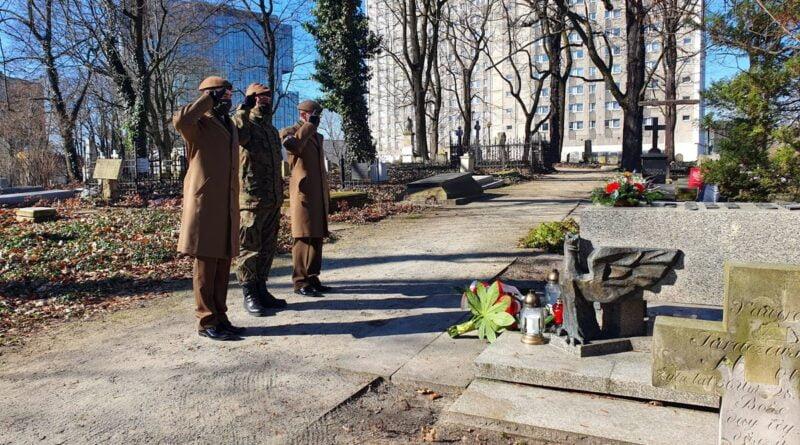 złożenie kwiatów na grobie generała Taczaka fot. WBOT