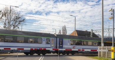 Przejazd kolejowy pociąg fot. Sławek Wąchała