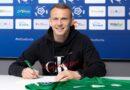 Mateusz Kuzimski podpisuje nowy kontrakt fot. Klaudia Berda Warta Poznań