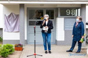 olga sawicka odsloniecie pamiatkowej tablicy na osiedlu rusa fot. slawek wachala 0567 300x200 - Poznań: Tablica pamiątkowa ku czci Olgi Sawickiej