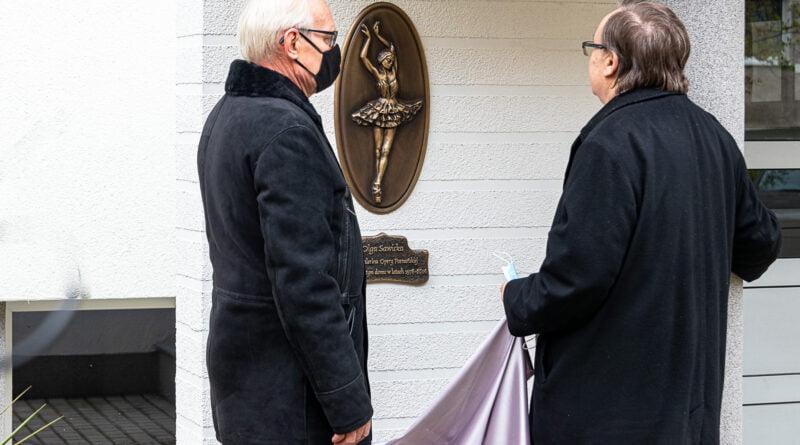 Olga Sawicka odsłonięcie pamiątkowej tablicy na Osiedlu Rusa fot. Sławek Wąchała