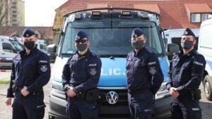 pomogli uratowac dziewczynke fot. policja 300x169 - Poznań: Policjanci i żołnierz uratowali życie półtorarocznej dziewczynki