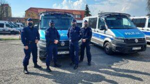 pomogli uratowac dziewczynke fot. policja2 300x169 - Poznań: Policjanci i żołnierz uratowali życie półtorarocznej dziewczynki