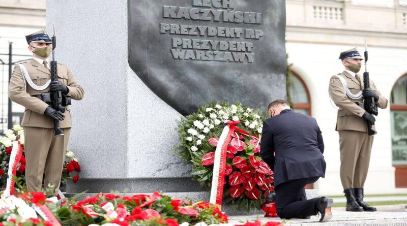 Prezydent Andrzej Duda uczcił pamięć ofiar katastrofy smoleńskiej fot. Kancelaria Prezydenta