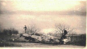 samolot amerykanski fot. gmina kostrzyn 300x169 - Kostrzyn: Amerykańskie działa znalezione podczas... rozbiórki płotu