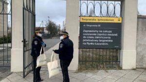 straz miejska rozdaje maseczki fot. smmp2 300x169 - Poznań: Strażnicy rozdają maseczki poznaniakom