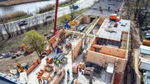 szkola na podolanach fot. pim 300x169 - Poznań: W nowym budynku szkoły powstaje już ostatnie piętro
